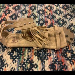 MUK LUKS tan fringe moccasin style sandals 7
